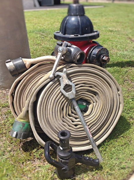 Because of lower pressure demands in an attack system that uses 2½-inch hose, valuable training can take place with limited equipment and without a pumping apparatus. (Photo by author.)