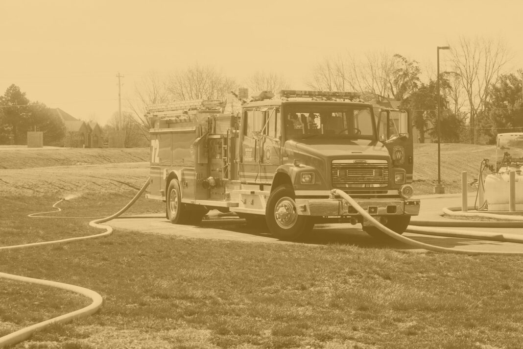 Fire apparatus with hoselines
