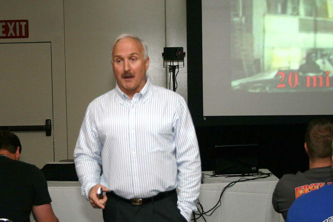 Steve Chikerotis teaching at FDIC