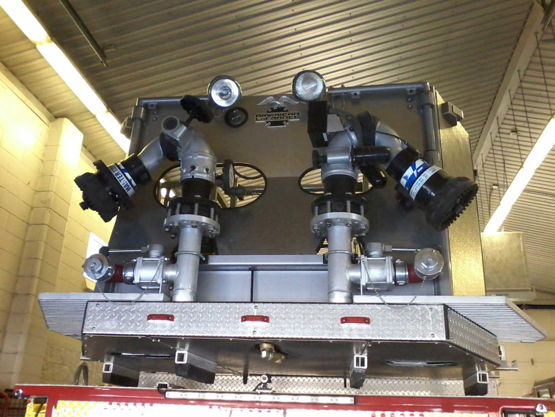 Dual nozzles on aerial platform