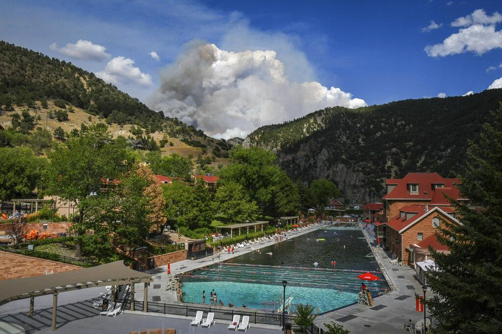 Colorado wildfire grows