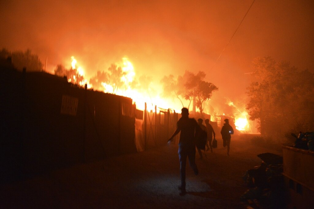 People flee fire in Greek camp