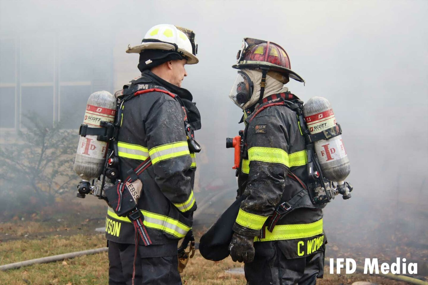 Firefighter and chief speaking at the fire scene