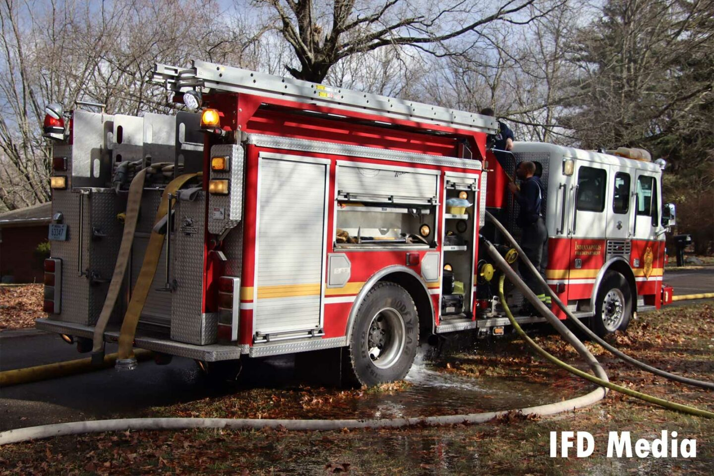 Fire apparatus with multiple lines pumping