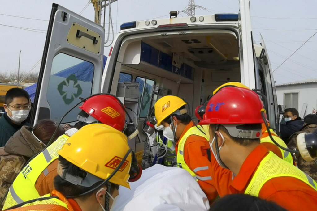 Workers perform rescue in China gold mine explosions