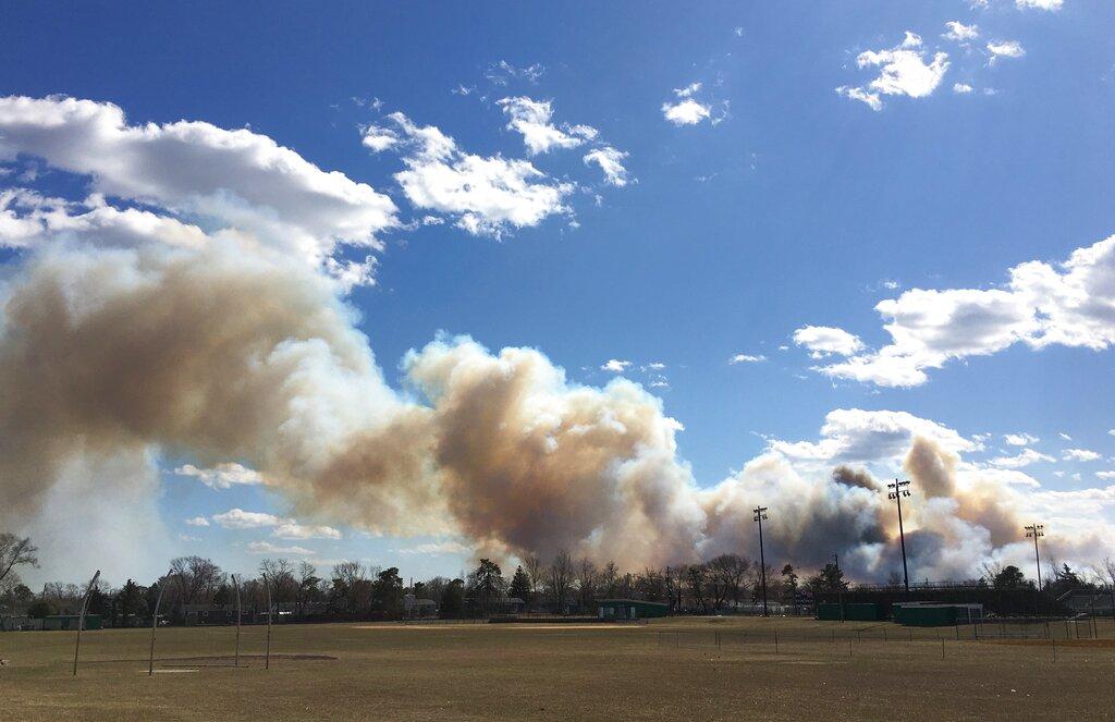 Smoke from NJ brush fire