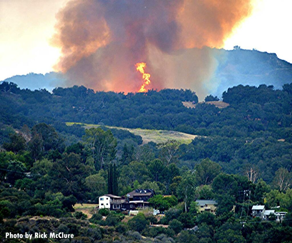 Fire from Palisades Fire threatens homes