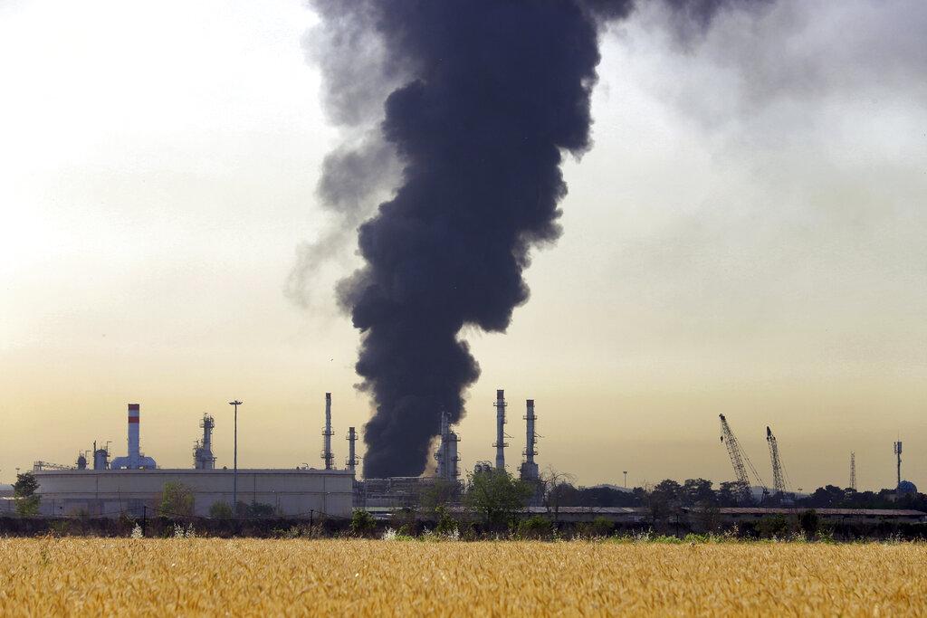 Iran refinery fire