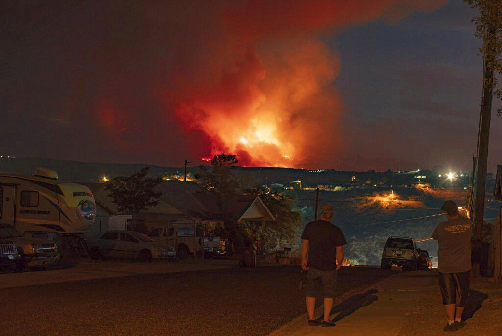 Wildfires in Arizona seen from residential area